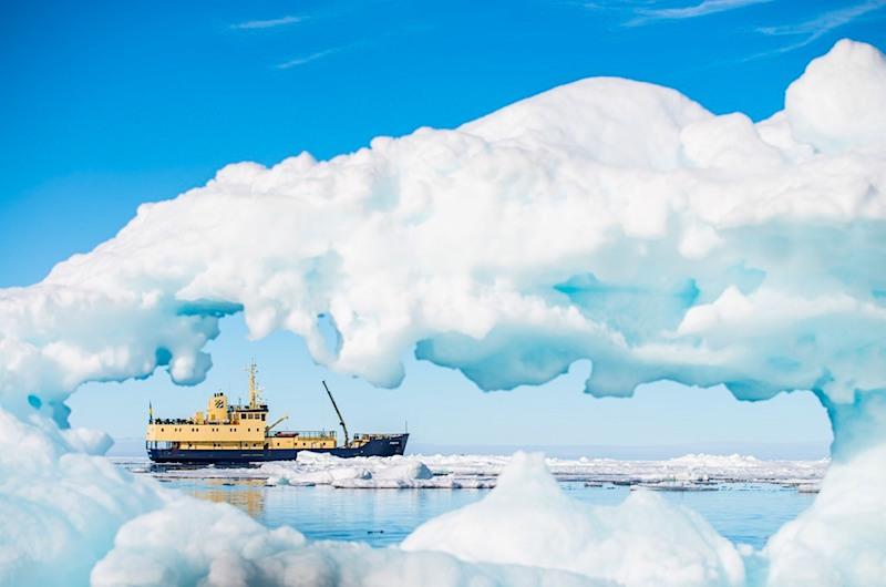 6. MS Freya through iceberg 02